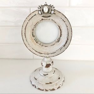 Distressed Round Pearl Crown Frame